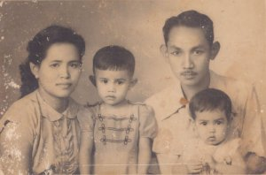 Mama-Fari-Mira-Papa-th-50an