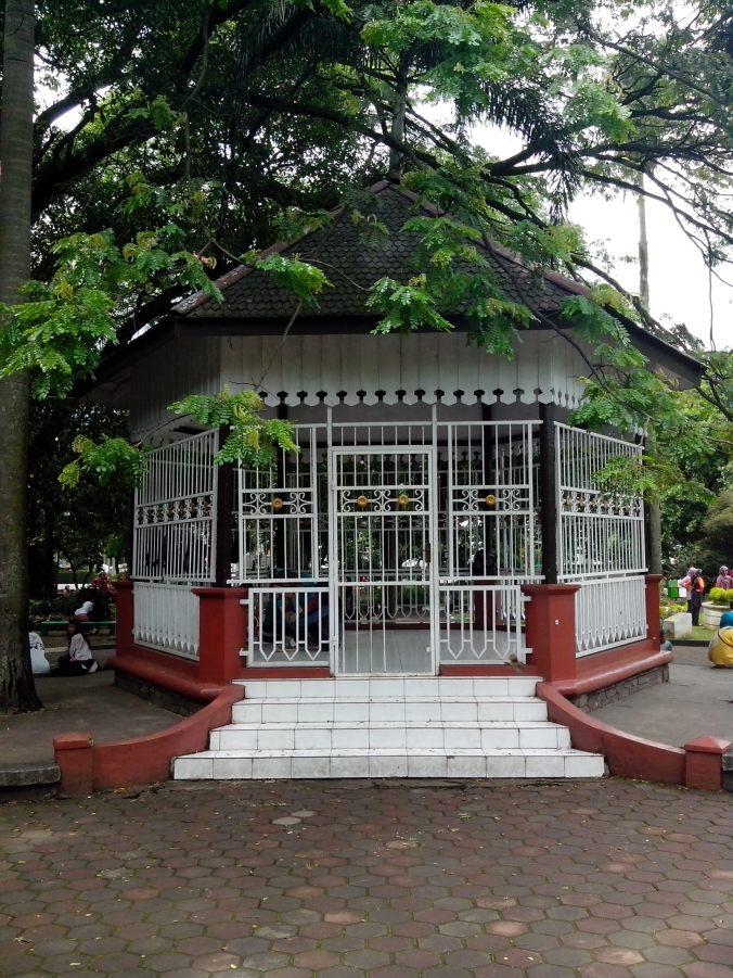 Babancong atau Gazebo Taman Balai Kota (Foto: Arya Vidya Utama)