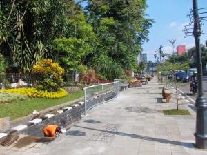 Trotoar di Jl. Merdeka sedang dipercantik