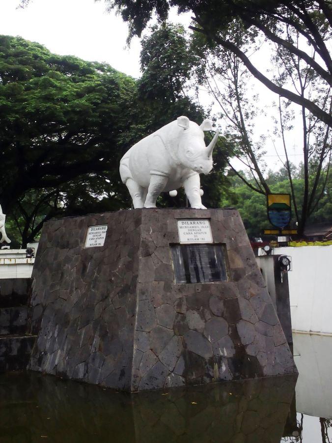 Patung Badak Putih (Foto Wisnu Setialengkana)