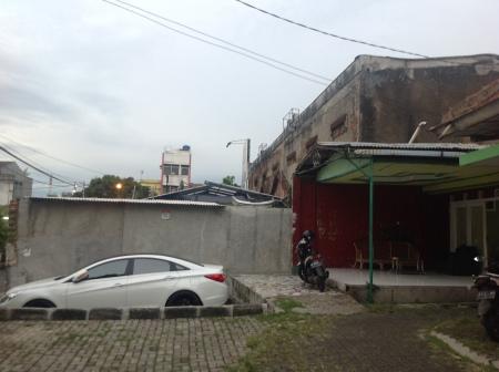 Rumah keluarga H. Anda di Jl. Rana