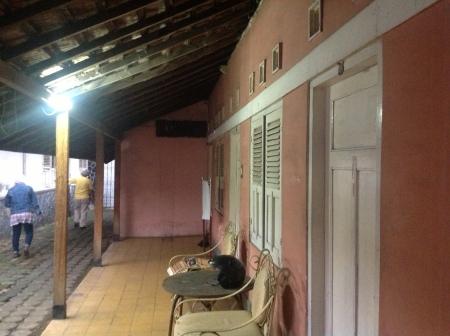 Kediaman Keluarga H. Anda di Jl. Rana
