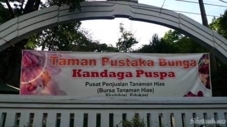 Banner Taman Kandaga Puspa (Foto: aluvimoto.com)