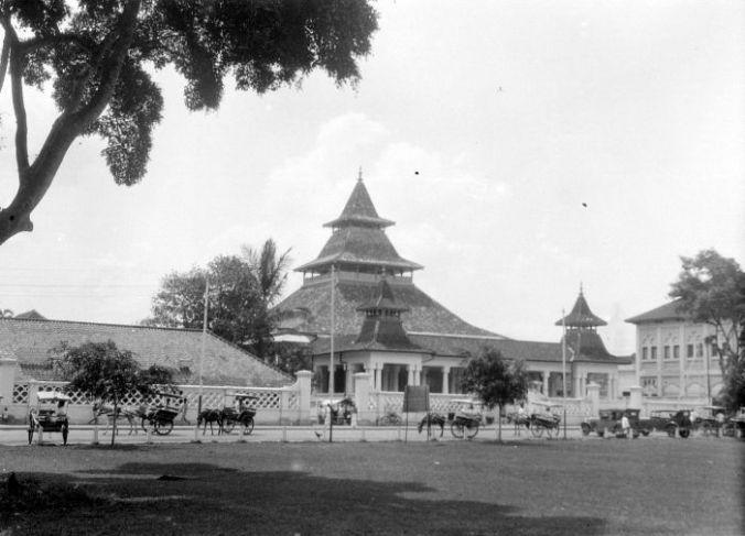 Atap Mesjid Agung Bandung tahun 1930-an