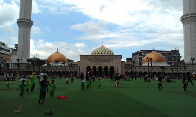 Mesjid Agung Bandung menjelang HUT KAA ke 60 tahun 2015
