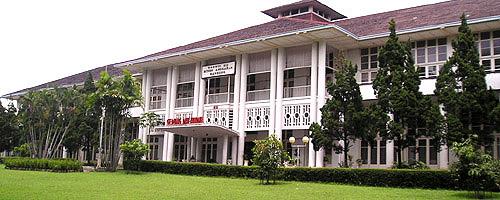 Gedung Dwi Warna (Foto: http://vizata.viuzza.net)
