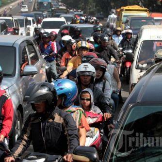 Keramaian dan Kemacetan Pasar Kaget Gasibu 2012-2013 (tribunnews.com)