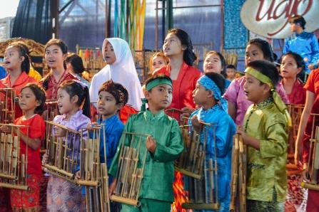 saung-angklung-udjo-pertunjukan-bambu-anak-kecil