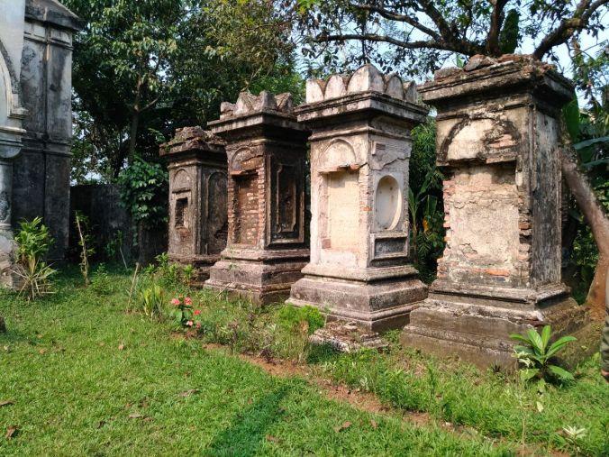 Momotoran Ke Bogor mausoleum van Motman 3.jpg