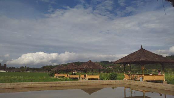Rest Area Pasirjambu dengan pemandangan ke arah kawasan Gambung (@mooibandoeng)