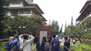 Aku, Bung Karno, dan Bandung 15