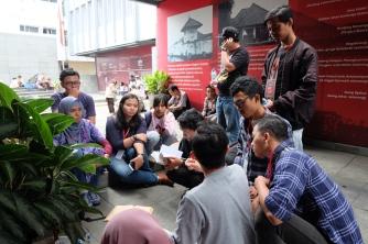 Peserta tour diskusi tentang Sukarno | © Fan_fin