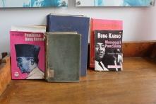 Buku di sel Sukarno di Penjara Sukamiskin | © Fan_fin