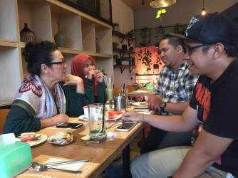 Komunitas Aleut bertemu keluarga Max I Salhuteru